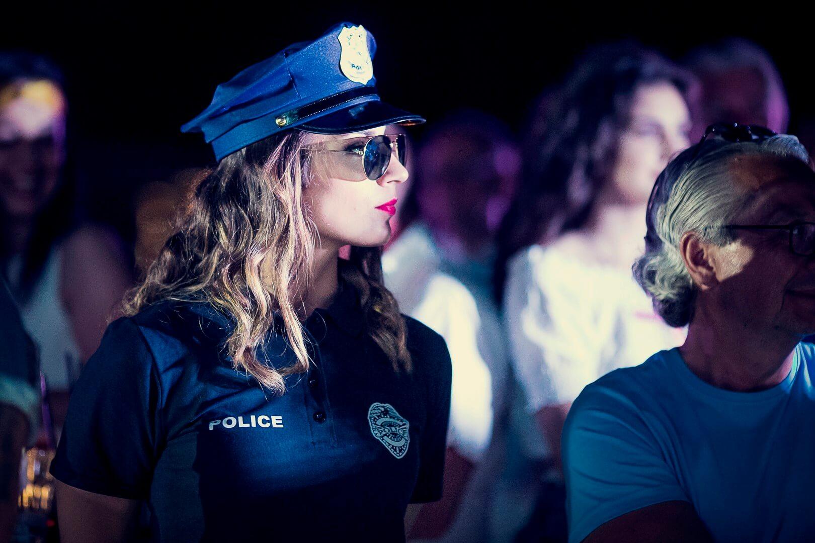 Miami Vice party event policajka