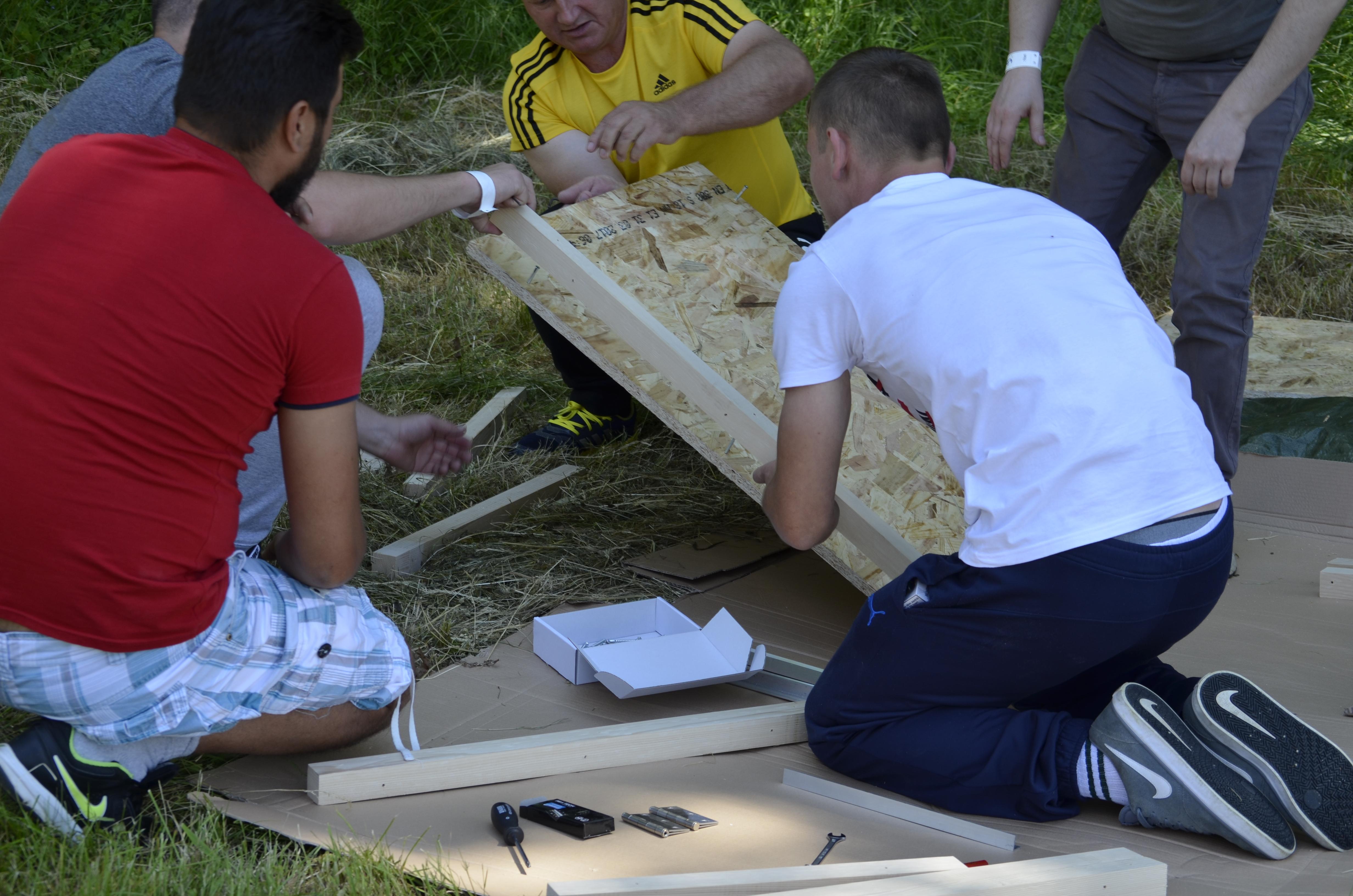 humanitarni team building izrada kućice za pse