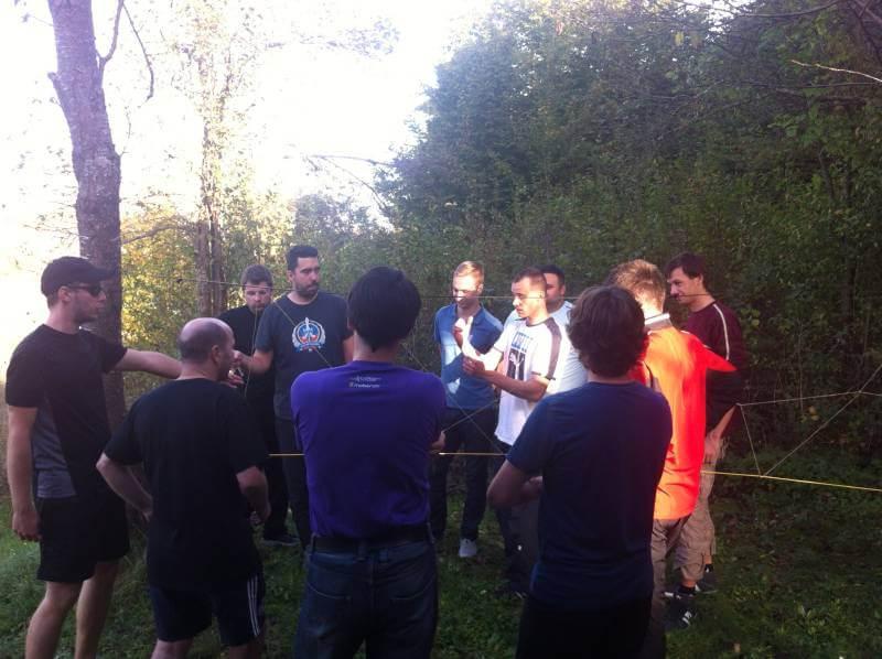 Mobendo team building spider web